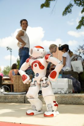 Roboter Pepper ist begeistert von den Informatiktagen 2020