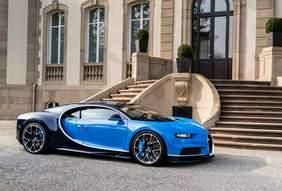 Wunderwerk der Automobiltechnik: der Bugatti Chiron, hier vor dem firmeneigenen Schloss in Molsheim, westlich von Straßburg im Elsaß gelegen (Bild: Bugatti)