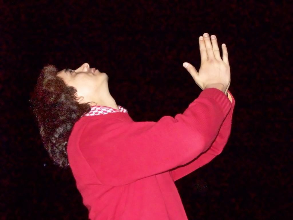 Dios es mi gran guía y a quien constantemente me encomiendo para que me de fuerzas para no decaer en mi vida.