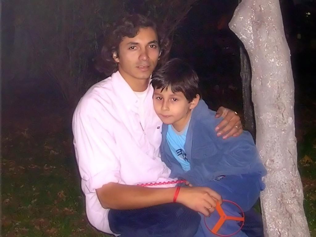 aquí estoy con mi primer hijo, el se llama Yerko Muñoz es un buen niño con muchas ganas de aprender y crecer rápidamente... yo quisiera que fuera siempre niño ya que en el a veces me reflejo...