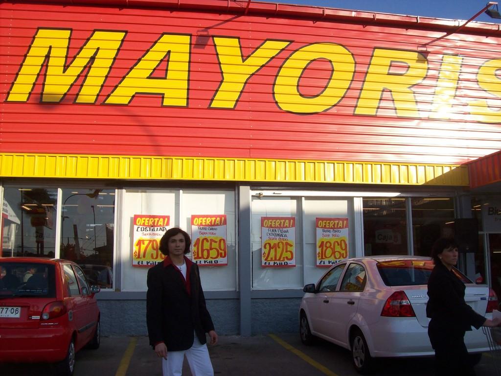 Presentacion en el supermercado MAYORISTA 10 de gran avenida.