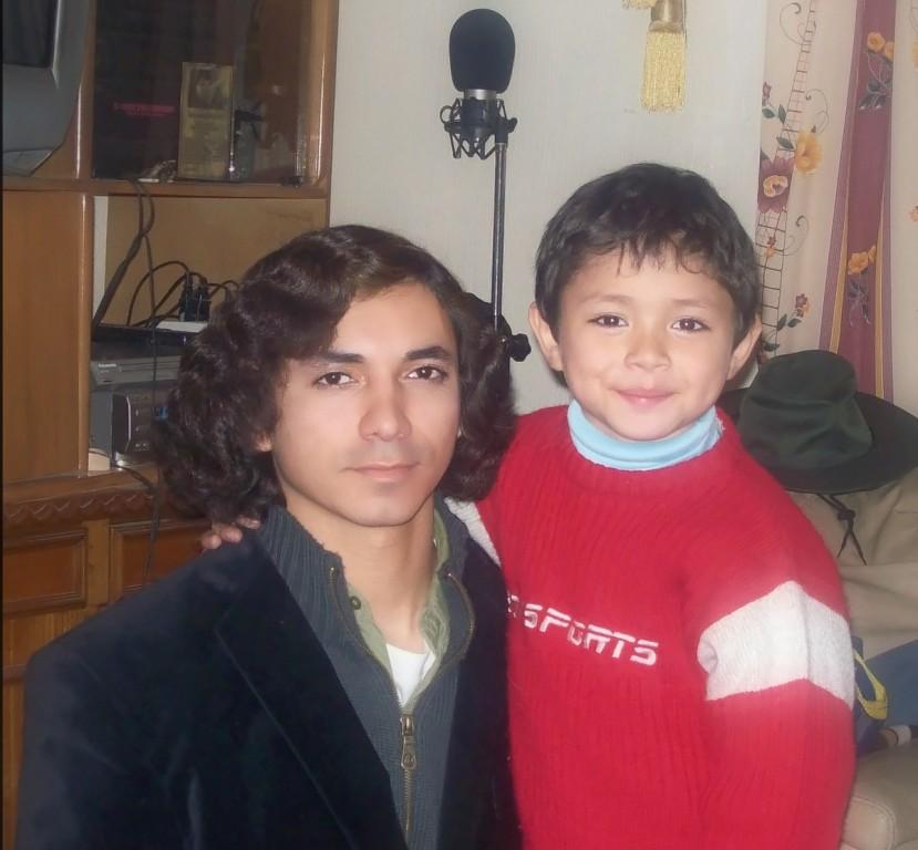 mi segundo hijo se llama Raphael Muñoz es un niño encantador y muy parecido a mi en su personalidad, no vivo con el y poco lo veo pero cuando esta a mi lado quisiera que nunca mas se alejara de mi, dios nos volverá a unir nuevamente a los tres.