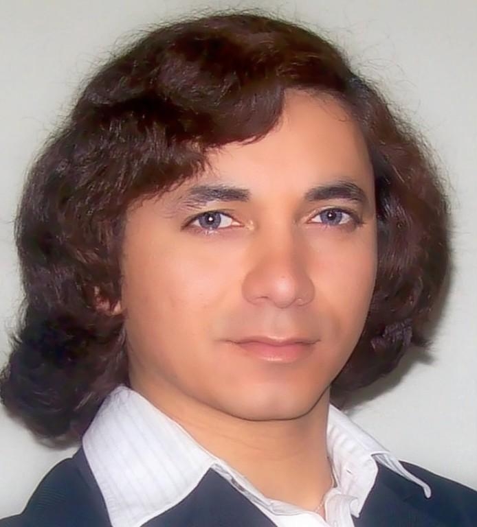 Hola mi nombre es Alejandro Marcelo Muñoz Ibacahe nací el 21 de diciembre de 1977 en la comuna de San Bernardo Chile des de niño me gusto la música y en especial las canciones de Pedrito Fernandez, ahora soy Alejandro Sesto en honor y recuerdo a quien me