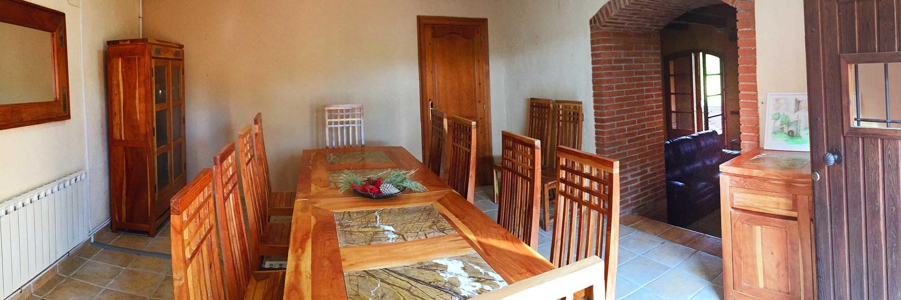 Ampli menjador comunicat per un arc amb el saló