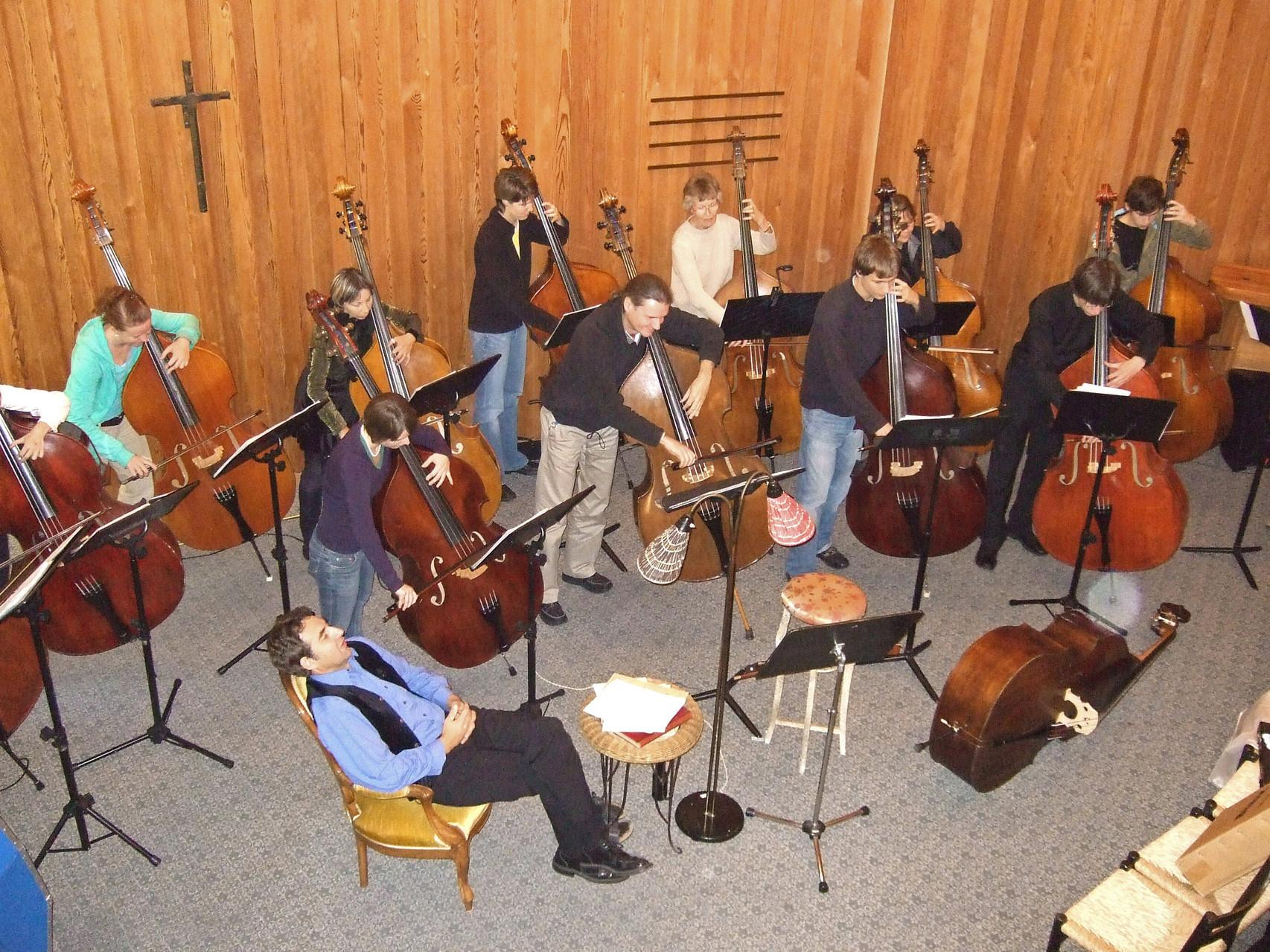 2007  Kontrabass-Ensemble 'piu basso' und Beat Bill (Der Kontrabass)