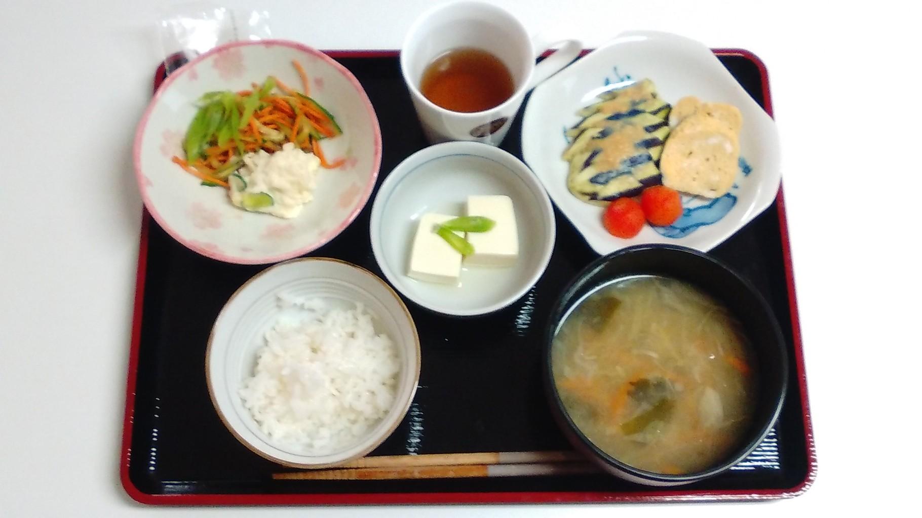 夏野菜の朝食です。