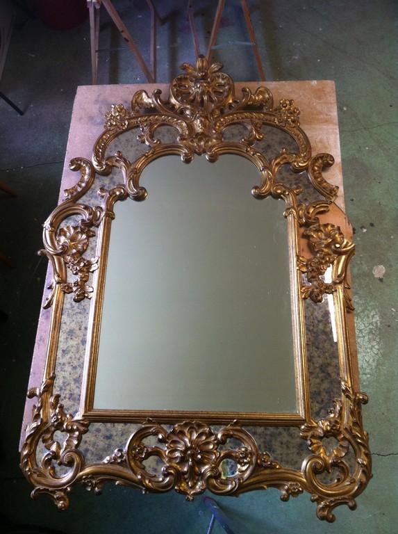 Glâce avant restauration, morceau de miroir manquant