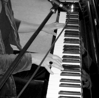 klavier improvisation folk jazz chanson stimme poetische texte