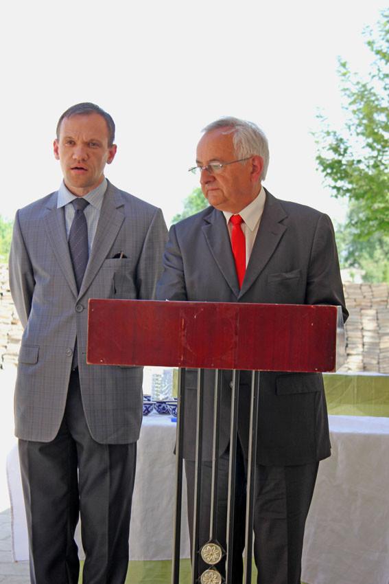 Discours de M.Jeannick Nadal, vice-président du Conseil Général de Dordogne (au pupitre). A sa gauche un traducteur russophone (Ollagnier, 2014)