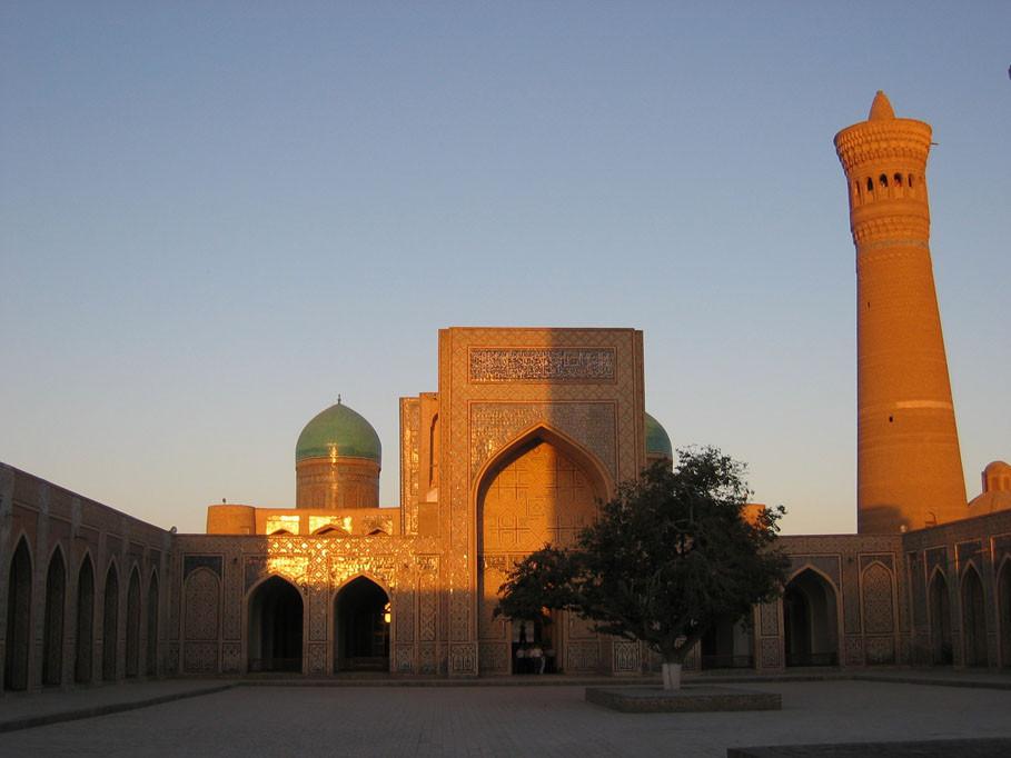Minaret Kalyan vu depuis la cour de la mosquée Kalon (photo : C.Ollagnier, 2007)