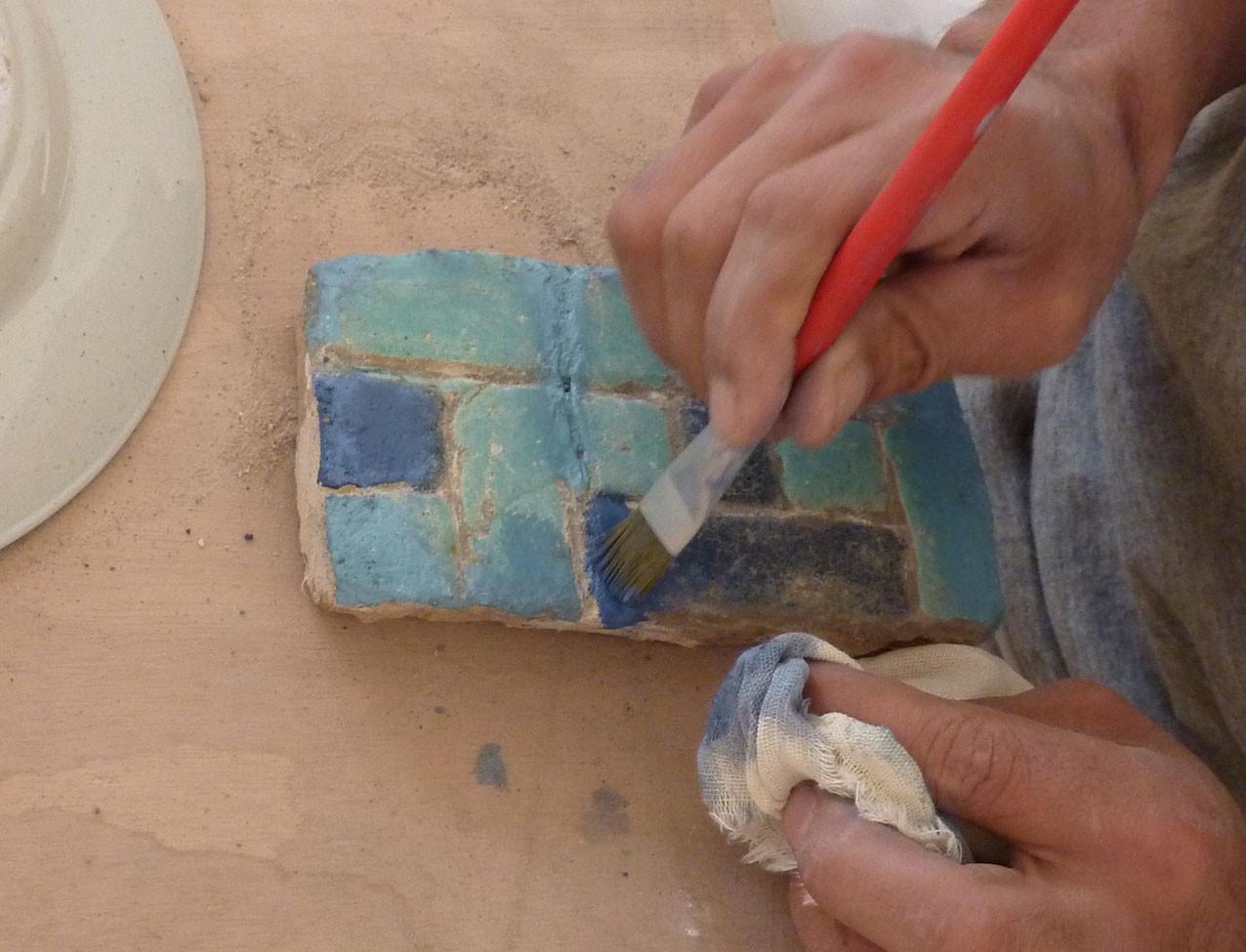 Zone ragréée en cours de peinture. Les couleurs sont très vives dans un premier temps (Socra, 2012)