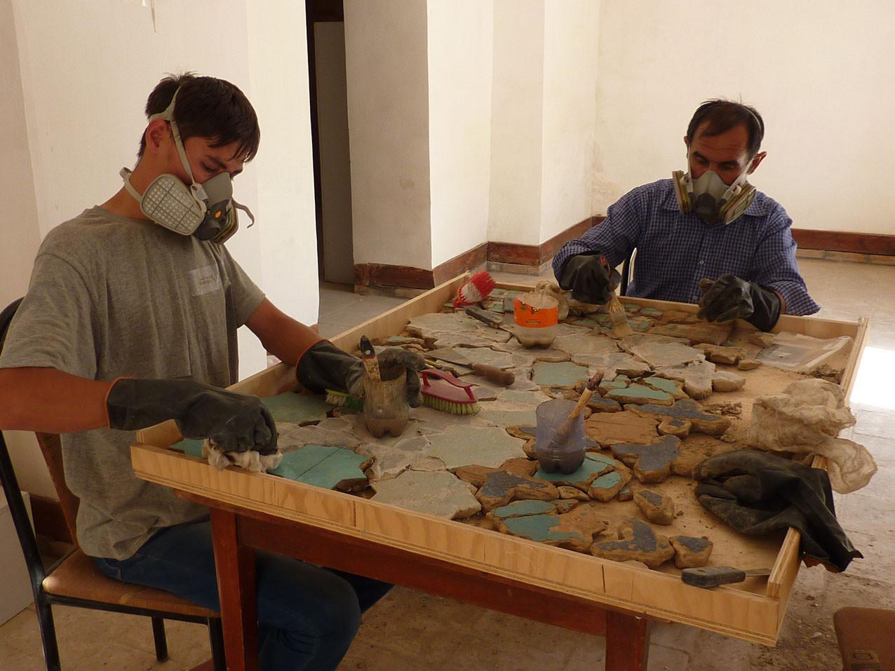 Désentoilage avec port du masque et de gants (évaporation d'acétone) (Socra, 2012)