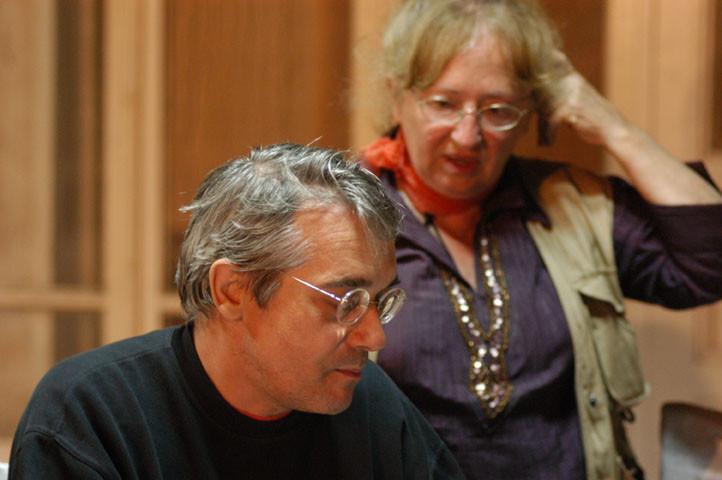 Discussion entre Marie-Thérèse Nuyts-Lavialle et Franz Grenet, archéologue, membre de la MAFOUZ (Mission Archéologique Franco-ouzbèke de Sogdiane) (photo : M.Schvoerer, 2007)