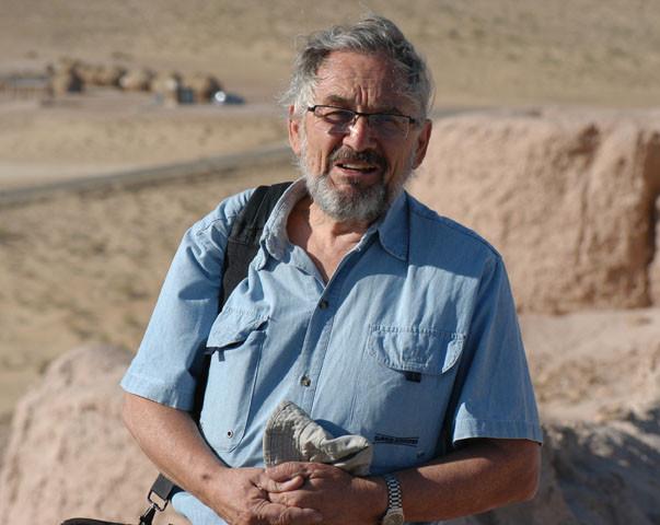 Max Schvoerer sur le site archéologique de Ayaz Qala (VIIème s ap J.C.) (photo : A.Billard, 2008)