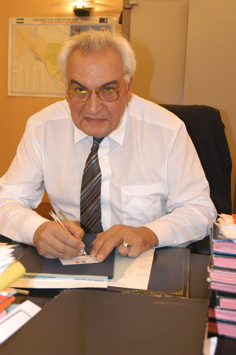 Mr Jean-Bernard Harth, Ambassadeur de France en Ouzbékistan (2004-2007) (photo : M.Schvoerer, 2007)