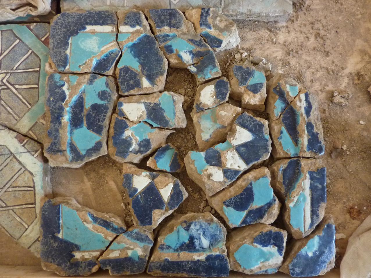 Le même désentoilé. Sans l'entoilage les fragments se seraient éparpillés durant le transport (Socra, 2012)
