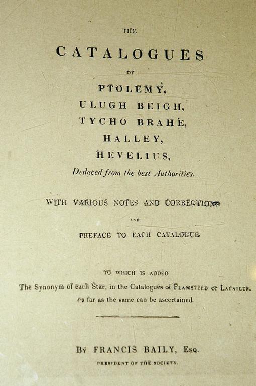 Page de garde du recueil d'astronomie de Francis Baily, 1843. (Photo: C. Ollagnier, 2008) au Musée de l'Observatoire d'Ulugh Beg à Samarcande