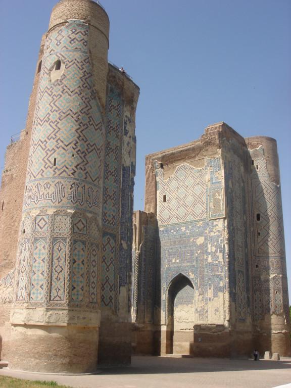 Le portail monumental de l'Ak Saray est la seule partie conservée du somptueux palais bâti pour Timur à Shahrisabz (photo : M.Schvoerer, 2008)