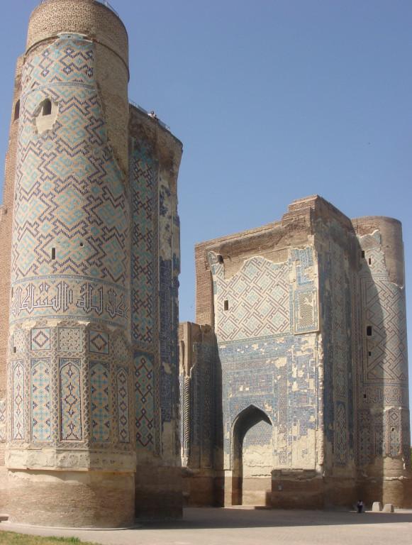 Face nord du portail de l'Ak Saray comportant encore son parement de carreaux de céramique glaçurée (Shahrisabz, Fin XIII-début XIVème s ap J.C.) (photo : C.Ollagnier, 2008)