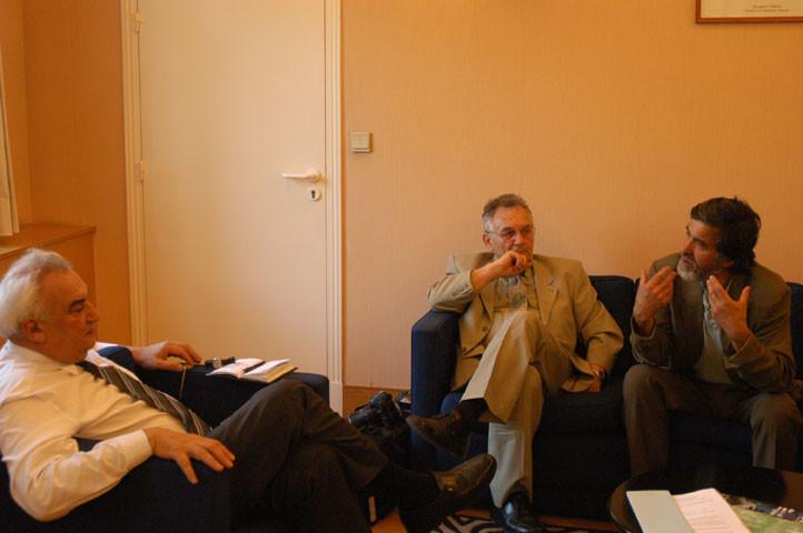 Entrevue du groupe PACT (ici M.Schvoerer et M.Calado) avec Mr. Jean-Bernard Harth, Ambassadeur de France en Ouzbékistan en mai 2007 (photo : M.Schvoerer, 2007)
