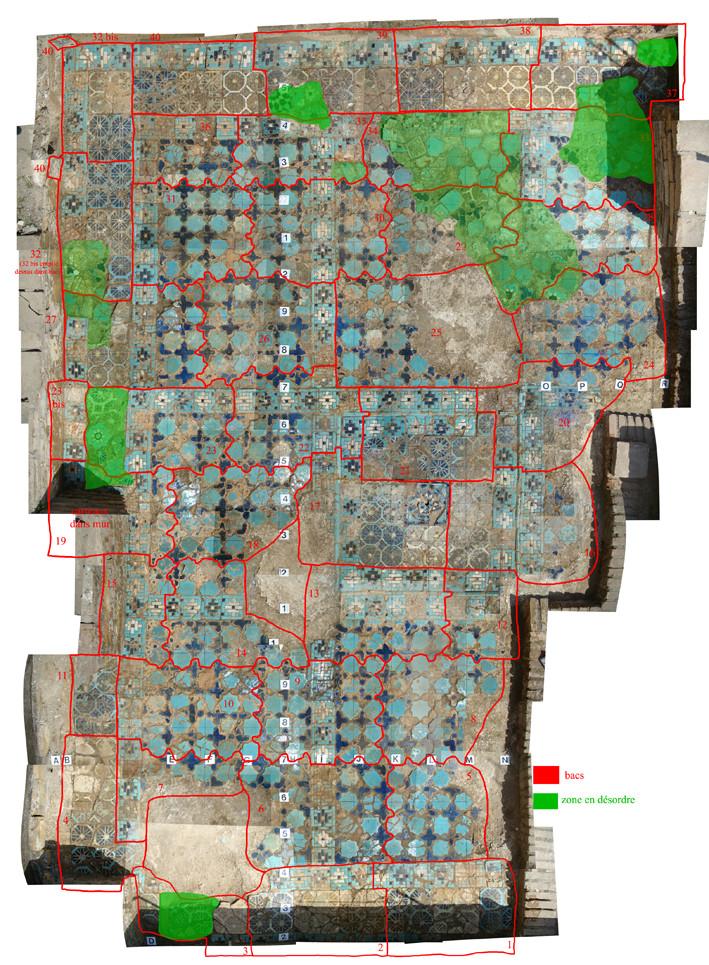 Partie 3/1. Emplacement de chaque bac prélevé (en rouge) et en vert les carreaux n'étant pas à leur place d'origine. Un tel plan est nécessaire pour reposer les carreaux.