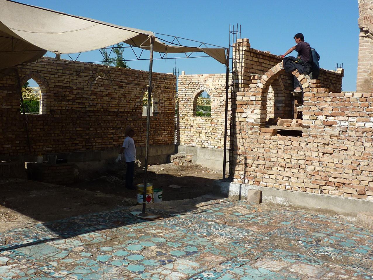 Montage des murs en parallèle de la dépose (Socra, 2012)
