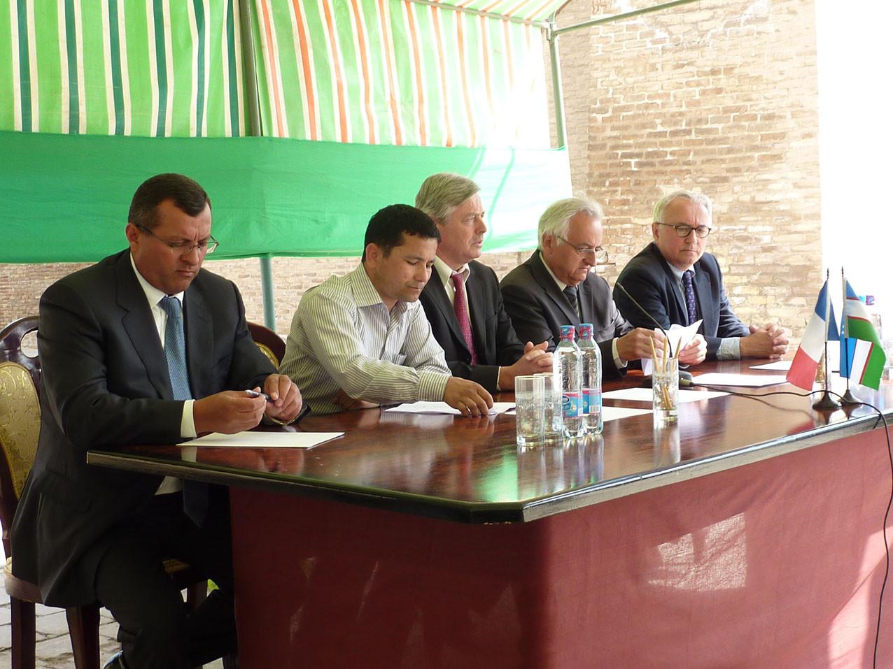 Discours inaugural en présence de M. l'Ambassadeur de France, les représentants de la Région du Kashkadarya, le Conseil Général de la Dordogne, l'entreprise SOCRA, la ville de Shahrisabz, le musée de Shahrisabz (Socra, 2012)