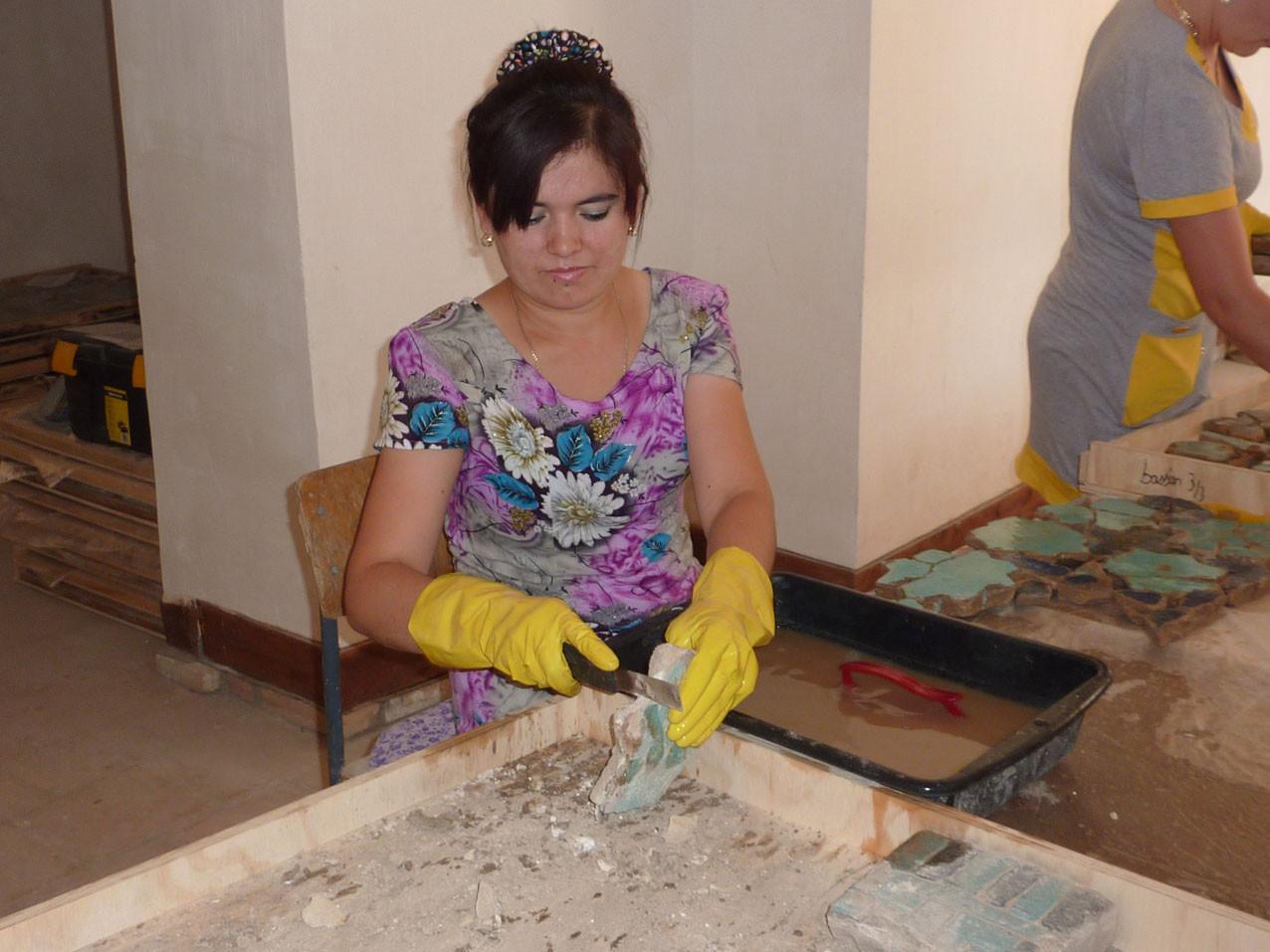 Grattage d'un mortier de plâtre (Socra, 2012)