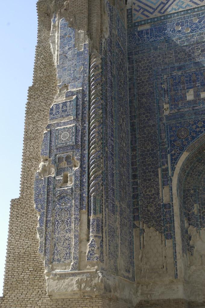 Décoration des flancs de l'iwan ouest (Shahrisabz, Fin XIII-début XIVème s ap J.C.) (photo : M.Schvoerer, 2008)