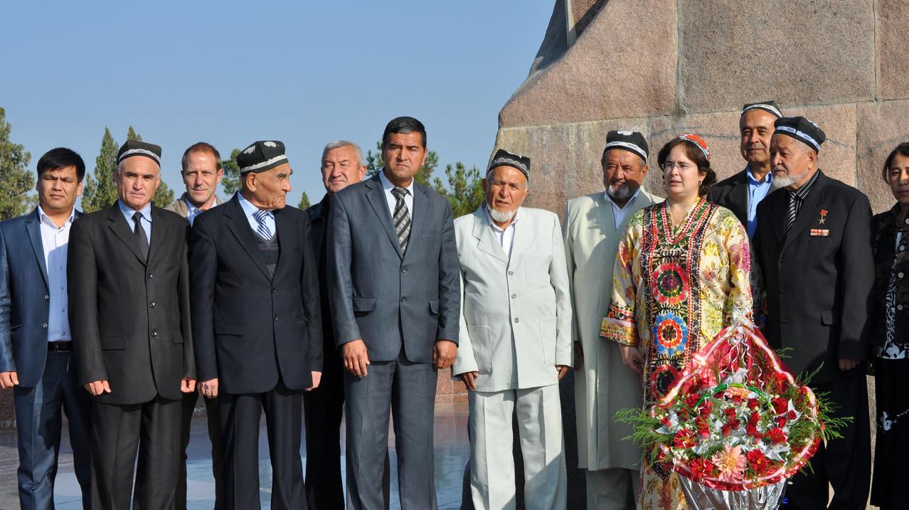 Participation aux cérémonies de la journée de la ville de Shahrisabz (B. Postel-Vinay, C.Ollagnier, délégation de la ville de Shahrisabz et de la région du kashkadarya) (Socra, 2012)