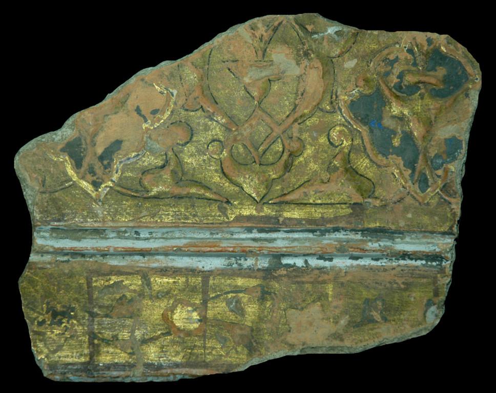 Fragment de céramique glaçurée à décor polychrome rehaussé d'or. Elément de décor architectural provenant de Samarcande (XIV-XVème s ap J.C.), conservé au Musée d'Archéologie et des Beaux Arts de Samarcande (photo : C.Ollagnier, 2008)