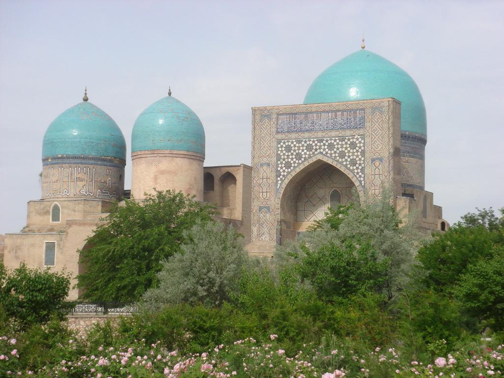 """Kok Gumbaz (""""dome bleu"""") fait partie de l'ensemble Dorut-Tilavat construit sous les ordres de Timur (photo : C.Ollagnier, 2007)"""