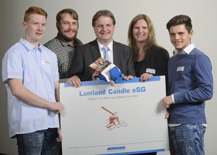 Ralf Witzel MdL mit Vertretern der Schülerfirma Lumland Candle und Schirmherrin Christiane Becker (Noweda).