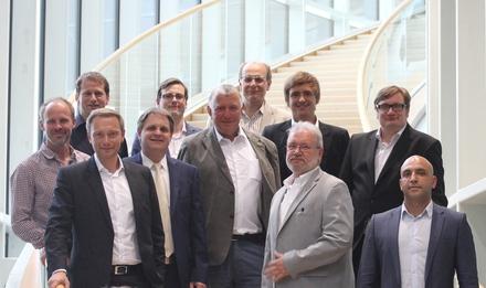 Fraktionsvorsitzender Christian Lindner MdL, Ralf Witzel MdL und Hans-Peter Schöneweiß begrüßen wichtige Repräsentanten der Essener Sportszene.