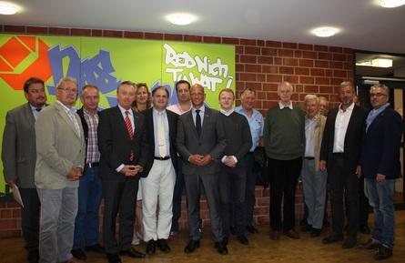Die Delegation von FDP und Handwerk: Kreishandwerksmeister Martin van Beek, Hauptgeschäftsführer Wolfgang Dapprich, Kreislehrlingswart Markus Bredenbröcker, Ralph Bombis MdL, Ralf Witzel MdL und Hans-Peter Schöneweiß.