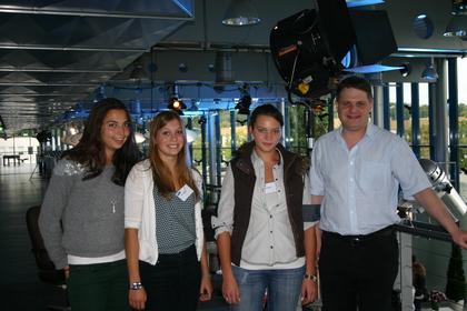 Naomi Baba, Luise Kixmöller und Vivian Kühner inspizieren in Begleitung von Ralf Witzel MdL das WDR-Produktionsgelände in Bocklemünd