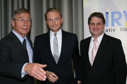 Wolfgang Clement tritt im Saalbau als FDP-Wahlkämpfer für Christian Lindner und Ralf Witzel auf (v.l.n.r.).