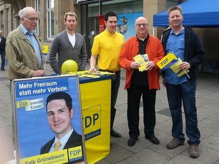 Der Rüttenscheider BV-Spitzenkandidat Falk Grünebaum (Bildmitte) mit Gerd Vogt, Heiko Schäfer, Christian Stratmann und Thomas Bauch.