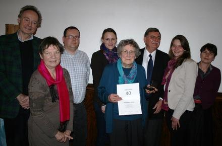 Der Kettwiger Parteivorstand gratuliert Jubilarin Marianne Stieler.