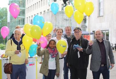 Geschäftige Betriebsamkeit herrschte auch an diesem FDP-Wahlstand am Burgplatz.