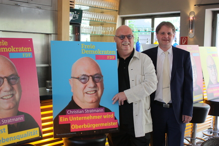 OB-Kandidat Christian Stratmann und Parteivorsitzender Ralf Witzel MdL stellen die Wahlkampagne vor.