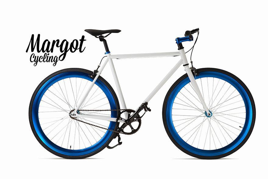 Fxed bike MARGOT AQUA. Telaio bianco e parti nere. Spicca il luminoso blu anodizzato di cerchi, collarino, pipa manubrio e mozzi. Luminosità ed eleganza!
