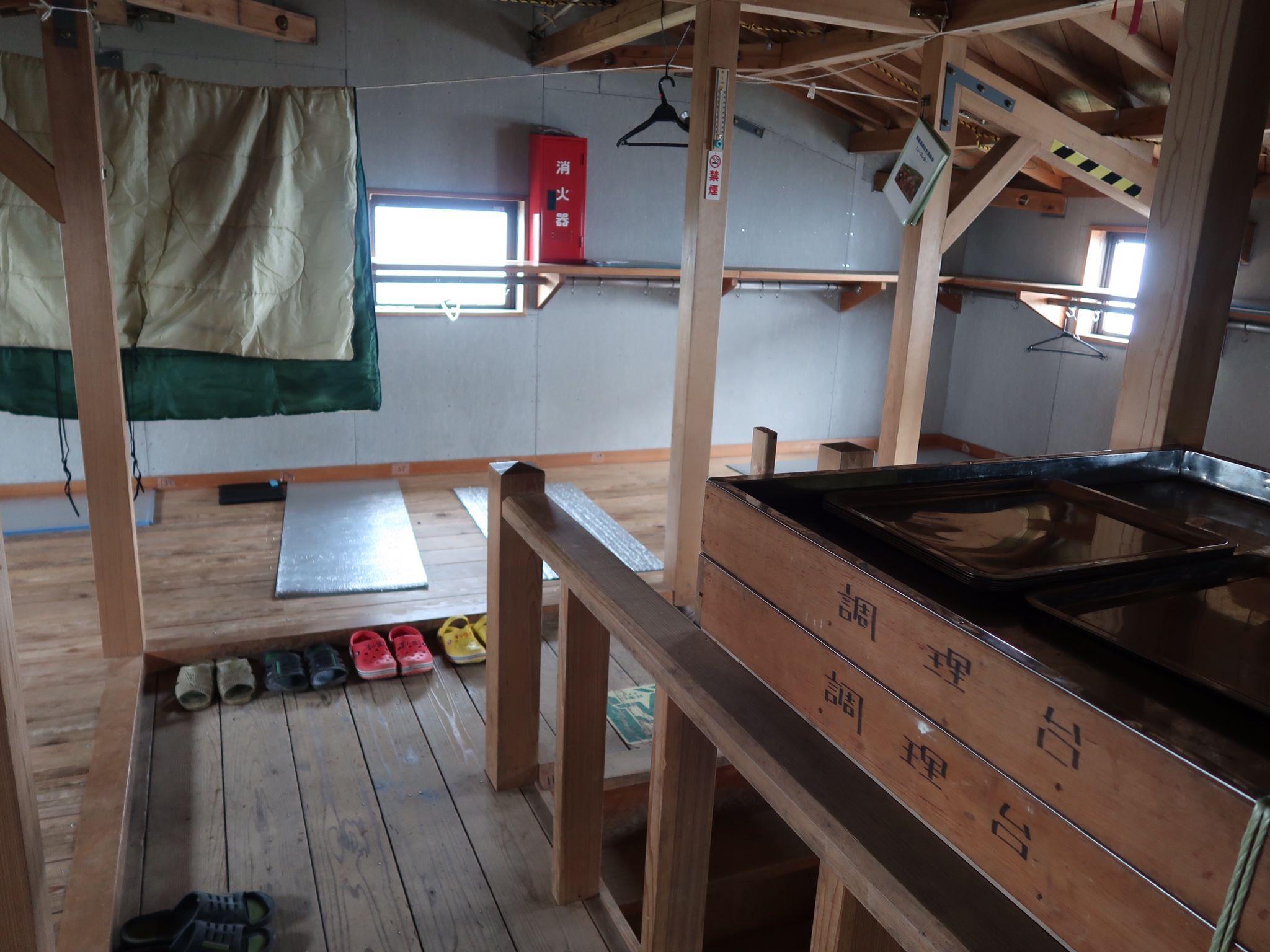 清潔に保たれた三国小屋の内部