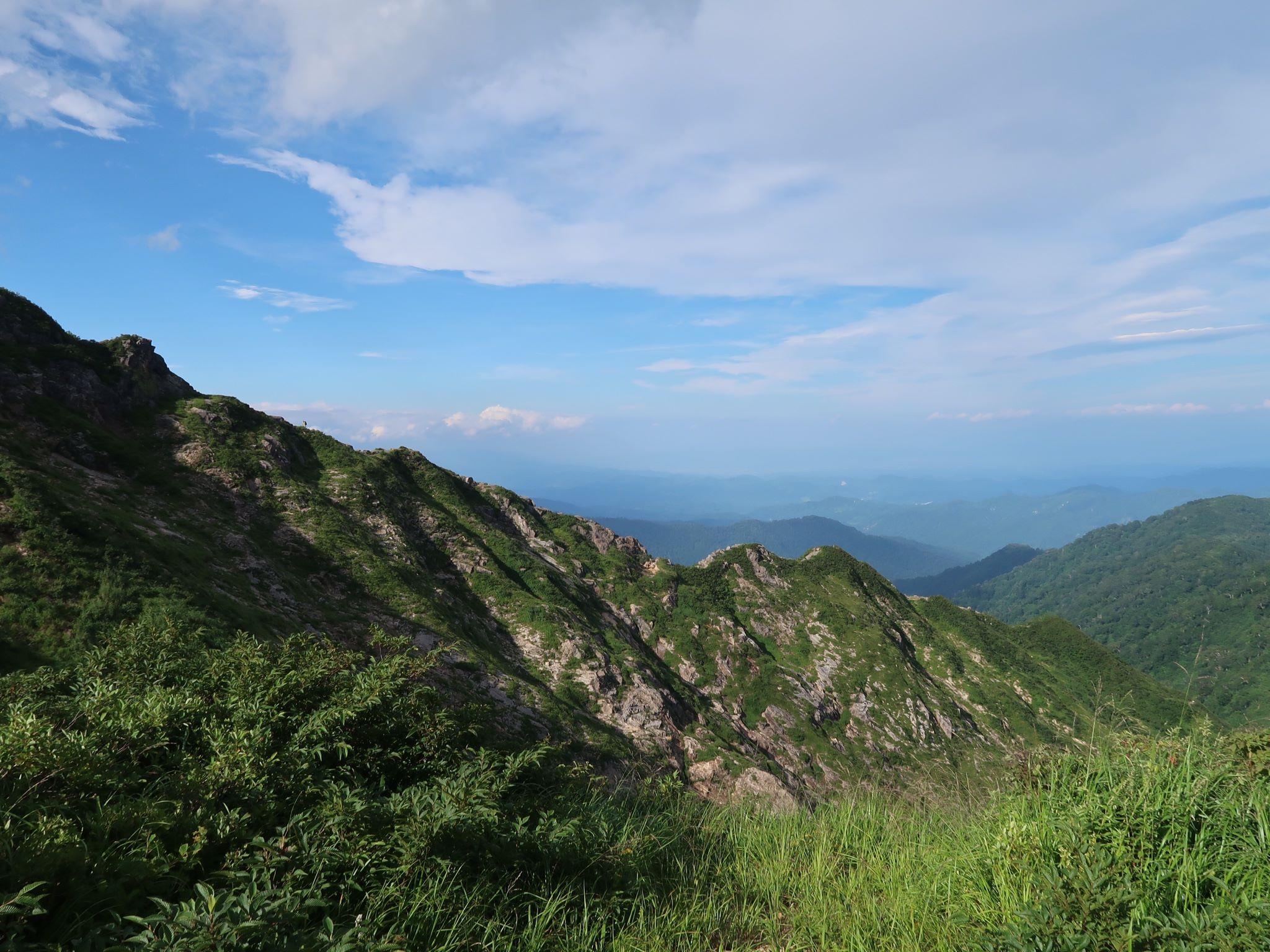 川入登山口方面の稜線