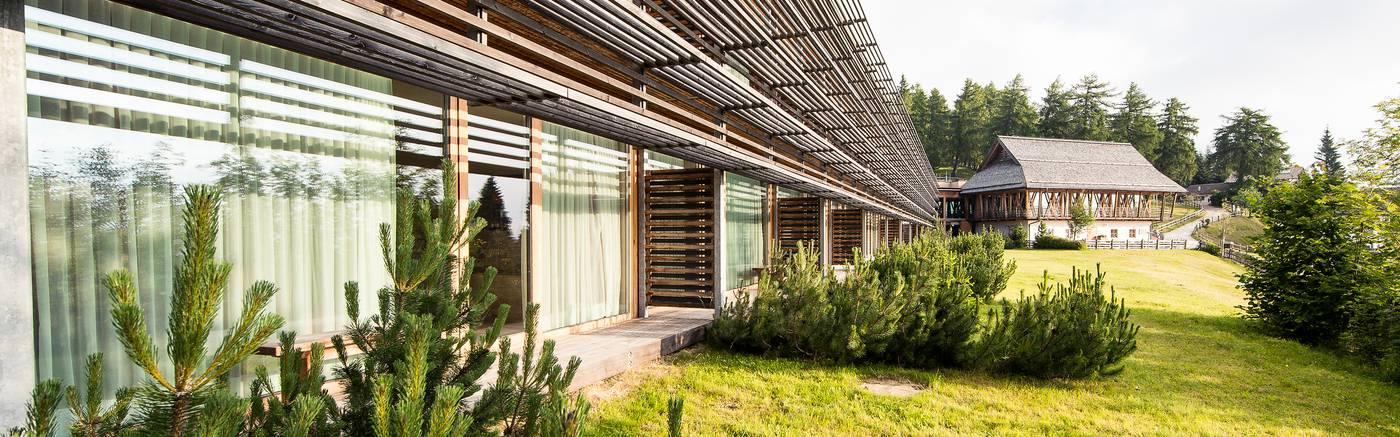 Nun bereits im 4. Jahr gibt es wieder viele wundervolle Yoga-Wochenenden mit Veronika Rössl in diesem sensationellen Haus in Tirol.