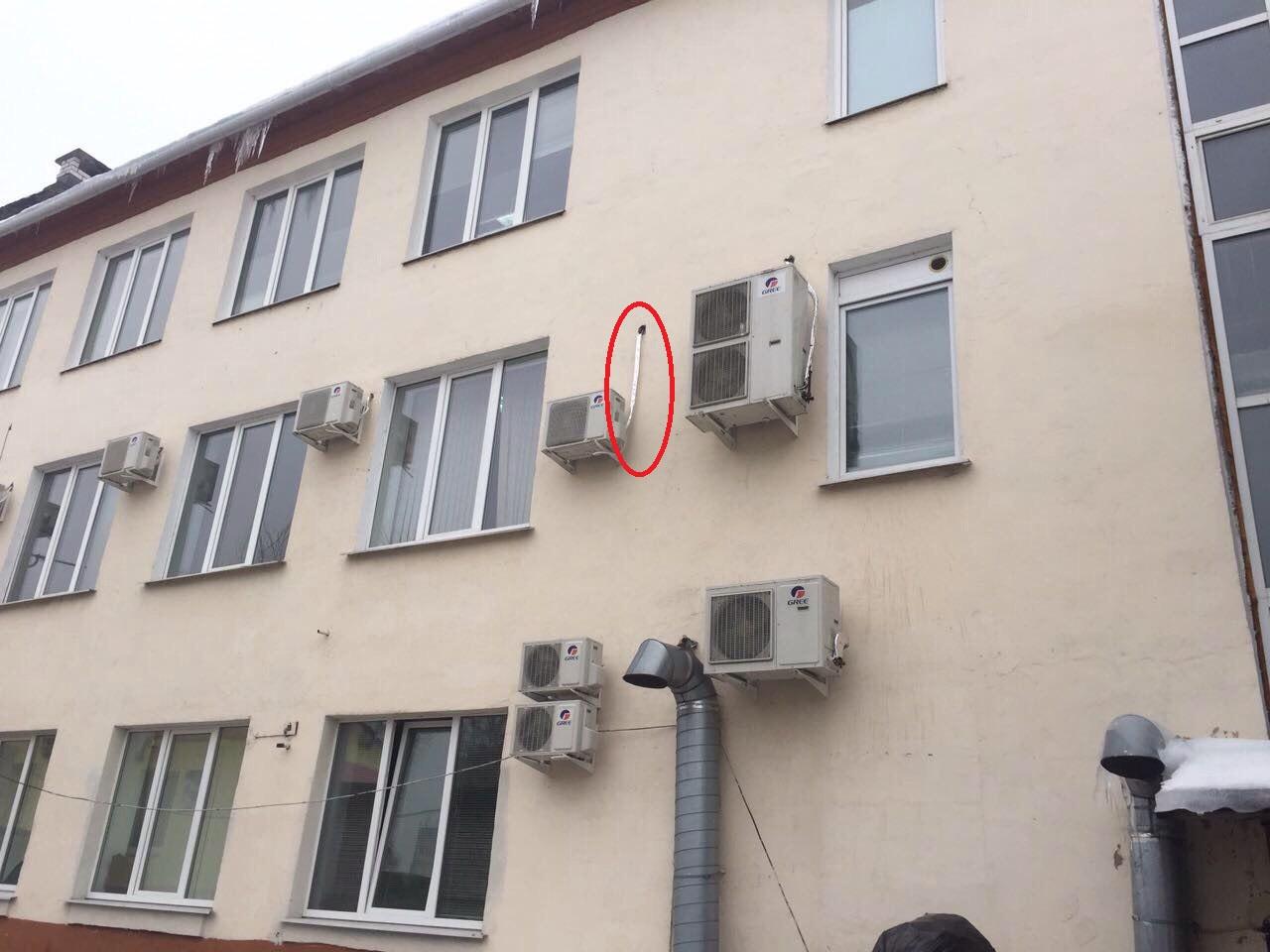 Можно установить кондиционер выше и избежать ухуднение вида фасада