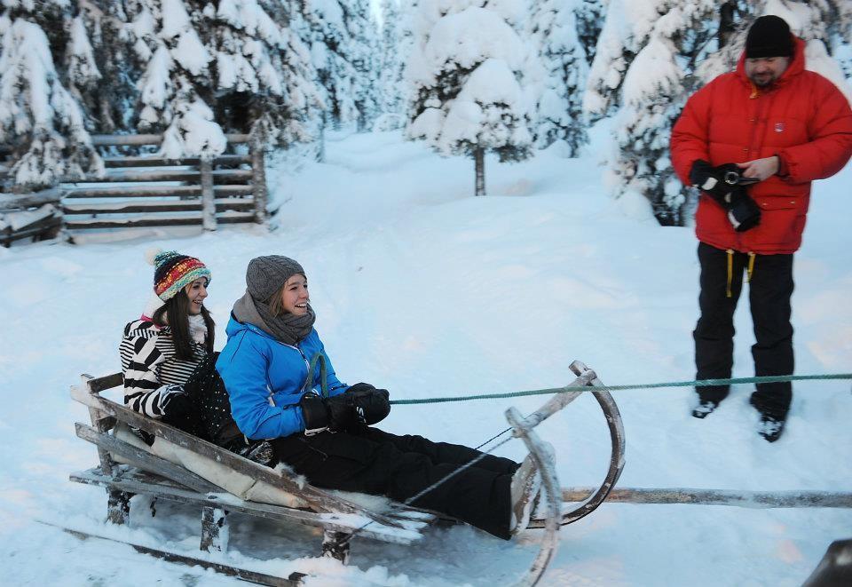 ..jodschi and hanna...go, reindeer , go!
