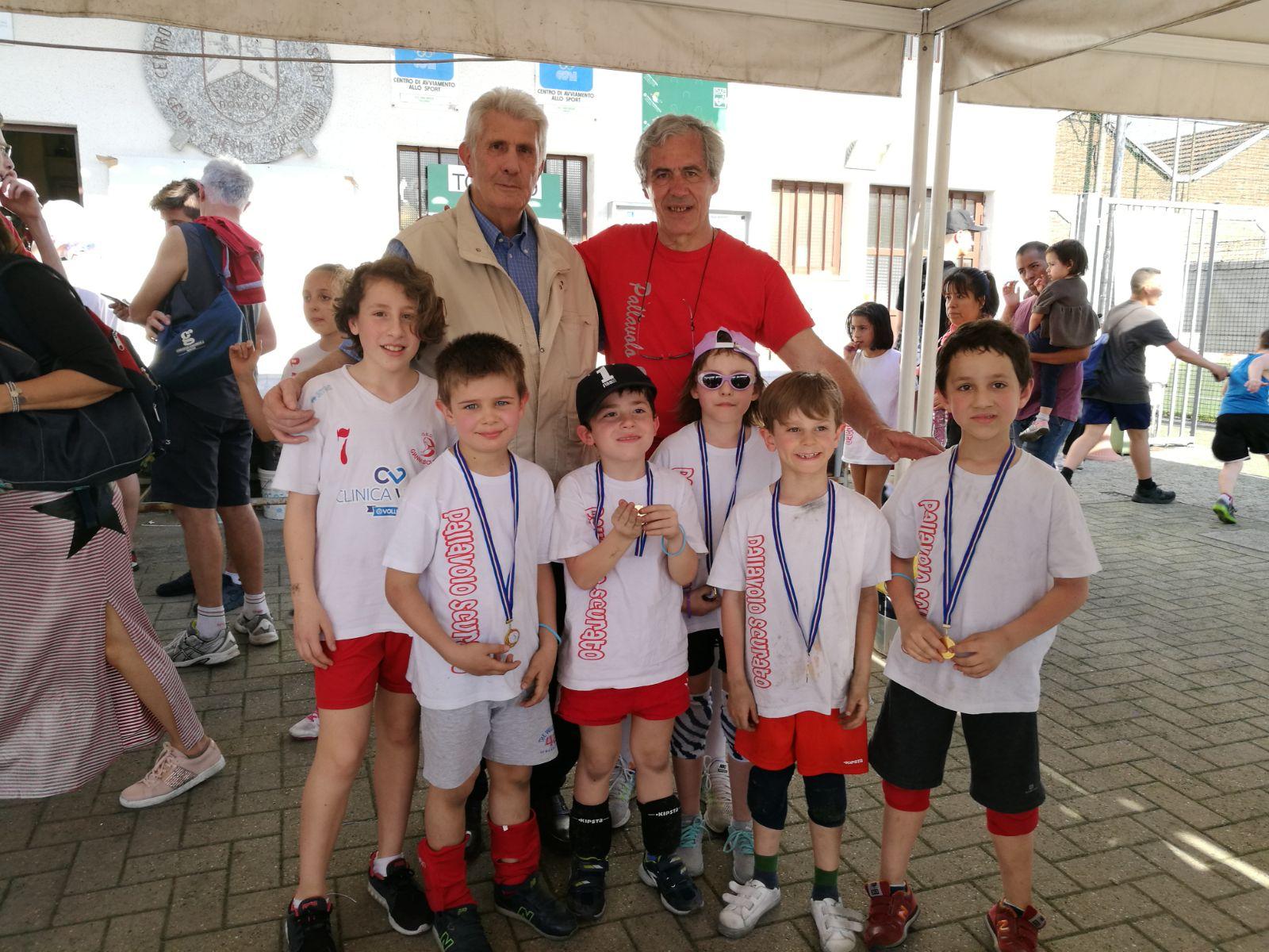 Mario ed il suo amico medaglia d'oro olimpica Cosimo Pinto con altri...