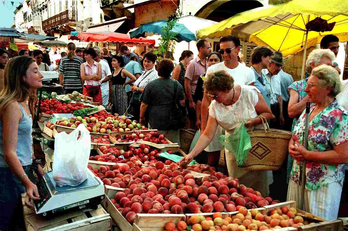 Een selectie van lokale producten op de markt stalletjes Dordogne