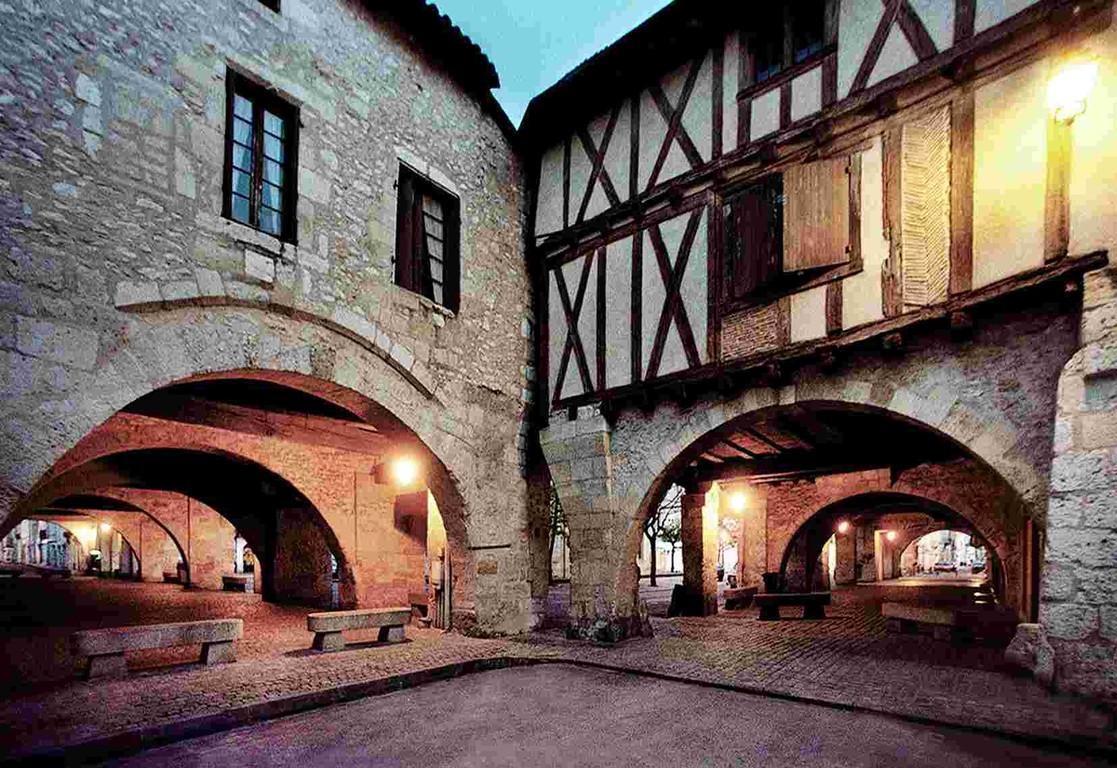 """Architectuur van vele huizen, """"nieuwe steden"""" van de Middeleeuwen"""